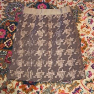Graceful Ann Taylor pencil skirt.
